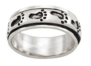 Men's Silver Antiqued Imprinted Footprint Spinner Band - JP1821